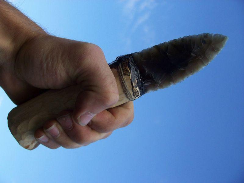 Pazourkový nůž s rukojetí