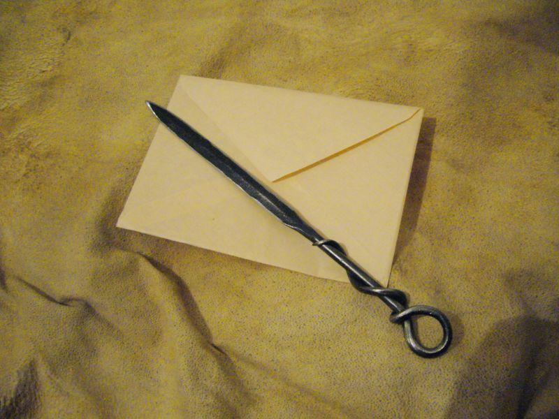 Perořízek - nůž na otevírání obálek, obálky, dopisy