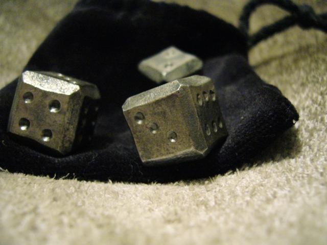 Ručně kované hrací kostky s váčkem -3 ks